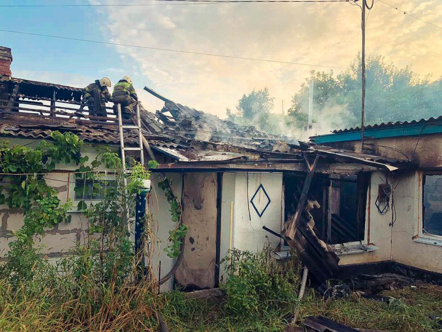 ForPost - Новости : Севастополец выбрался из горящего дома через окно