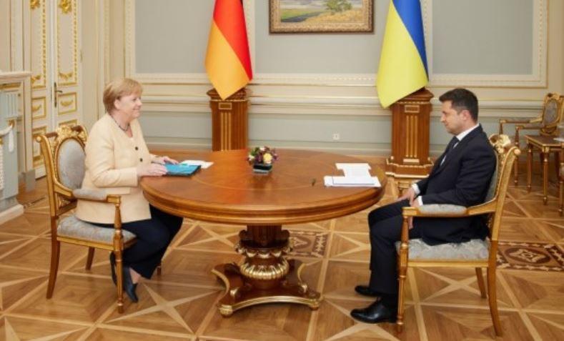 ForPost - Новости : Зеленский на встрече с Меркель так и не понял, кто даст Украине гарантии по газу
