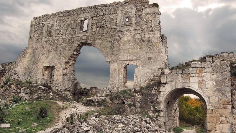 ForPost - Новости : Археологи на Мангупе обнаружили неизвестное средневековое поселение