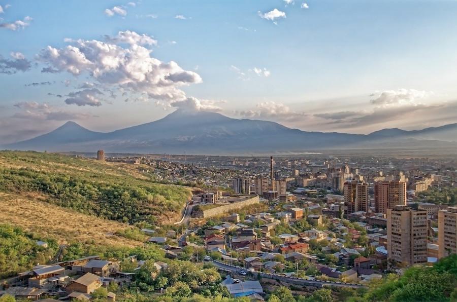 Армения: кто ставит страну на колени