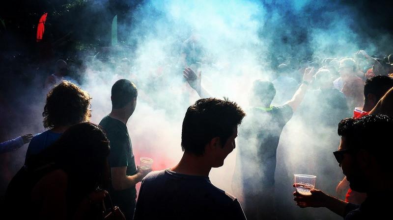 ForPost - Новости : Несанкционированное шествие с фаерами в центре Симферополя напугало крымчан