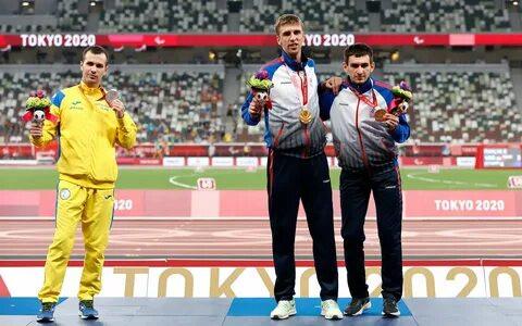 ForPost - Новости : Украинский паралимпиец Цветов отказался от совместного фото с российскими легкоатлетами на пьедестале Игр-2020