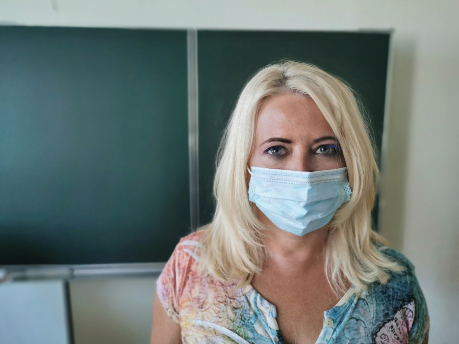 ForPost - Новости : Учительница, почти не снимавшая маску, заразила полкласса коронавирусом