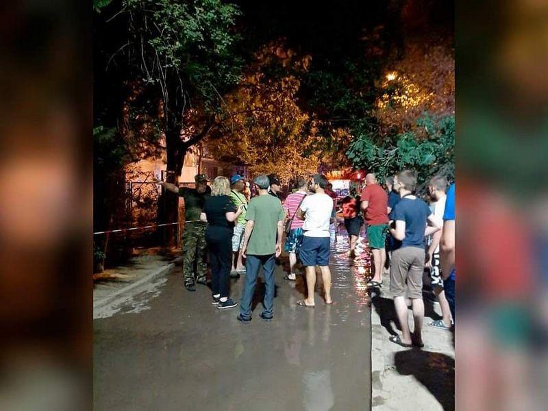 ForPost - Новости : В Ялте полицейский спас из огня мужчину и женщину