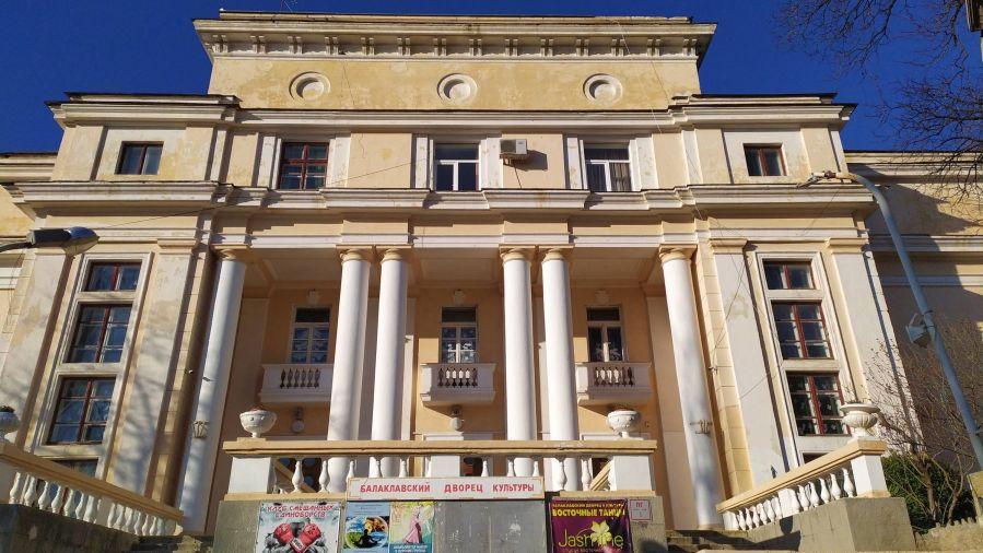 ForPost - Новости : В севастопольском Дворце культуры сохранят старинные детали
