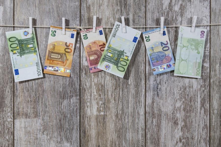 ForPost - Новости : После наводнения в Германии чиновникам приходится мыть деньги