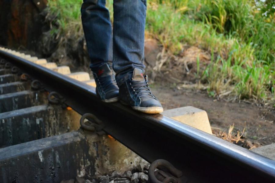 ForPost - Новости : Жители Севастополя вынуждены скакать по железнодорожным путям