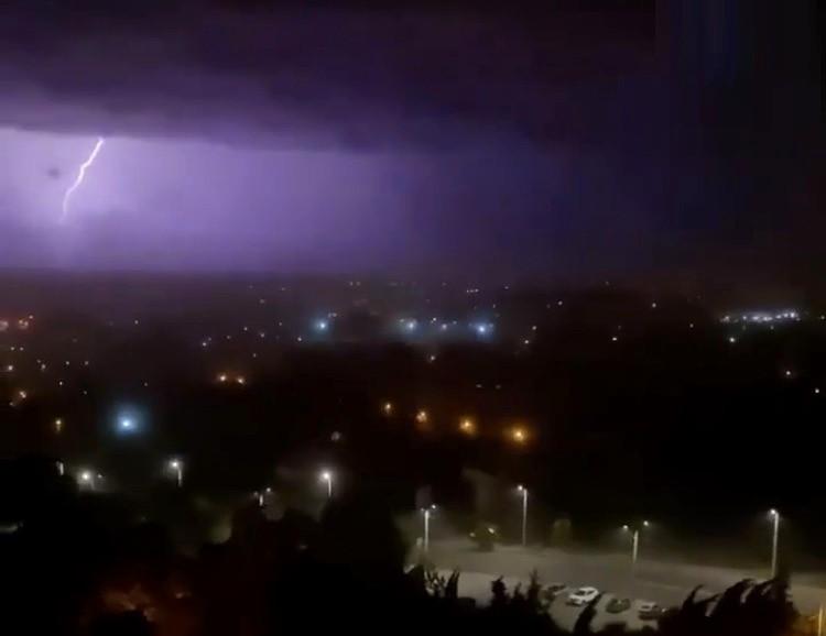 ForPost - Новости : Ночная гроза в Севастополе устроила горожанам неприятные сюрпризы