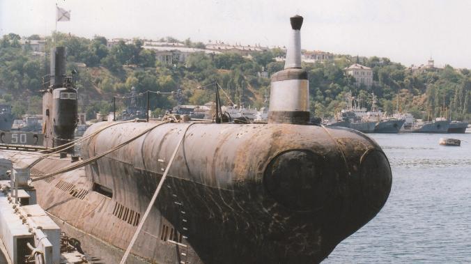 ForPost - Новости : В Севастополе старую подлодку отбуксировали в подземный музей