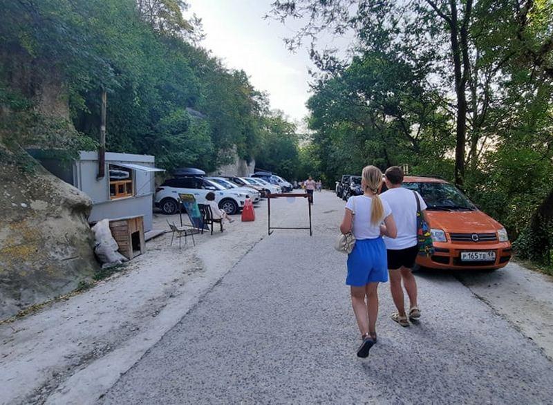 ForPost - Новости : У горного монастыря в Крыму принуждают жертвовать на парковку