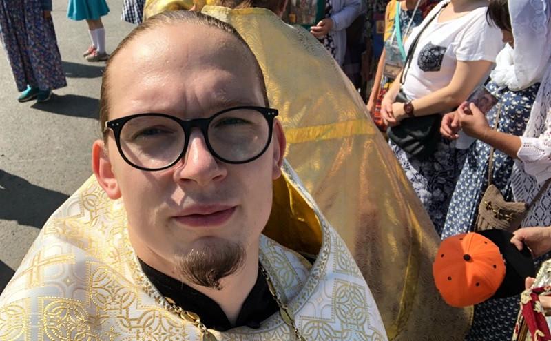 ForPost - Новости : Священник под запретом: почему взбунтовавшийся отец Роман вынужден просить подаяние
