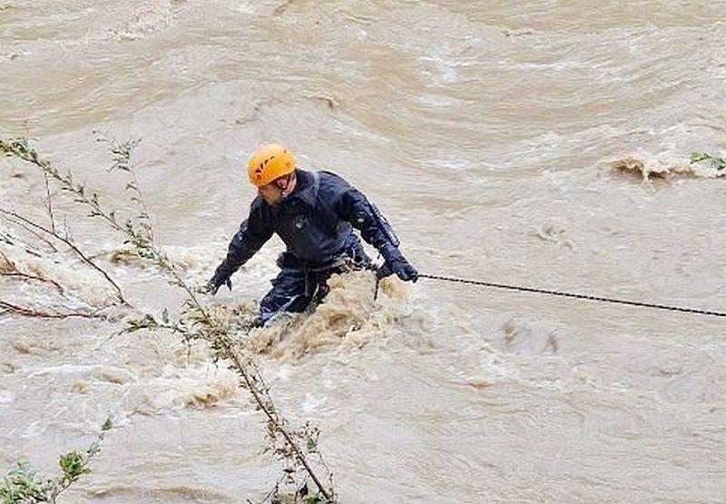 ForPost - Новости : «Мы 27 часов стояли по грудь в воде»: за что Путин отметил медалью спасателя из Крыма