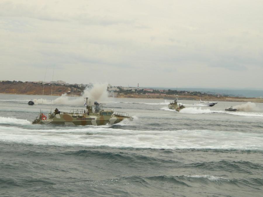 ForPost - Новости : «Рапторы» Черноморского флота перехватили неопознанные катера в Чёрном море