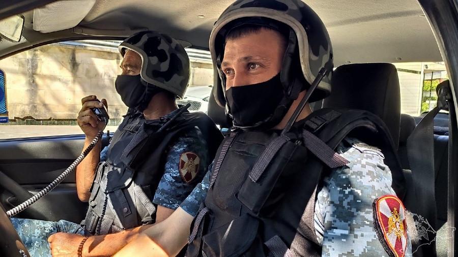 ForPost - Новости : В Севастополе заезжий дебошир громил машины