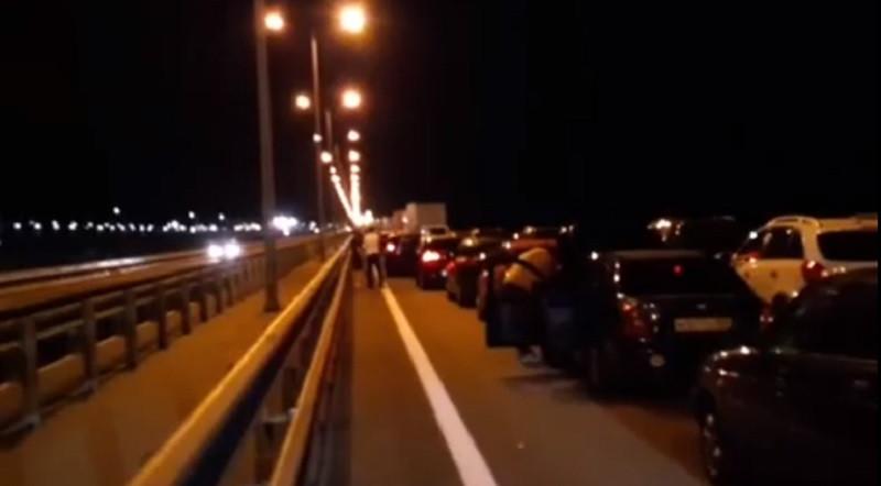 ForPost - Новости : Соцсети сообщили об огромной пробке на Крымском мосту