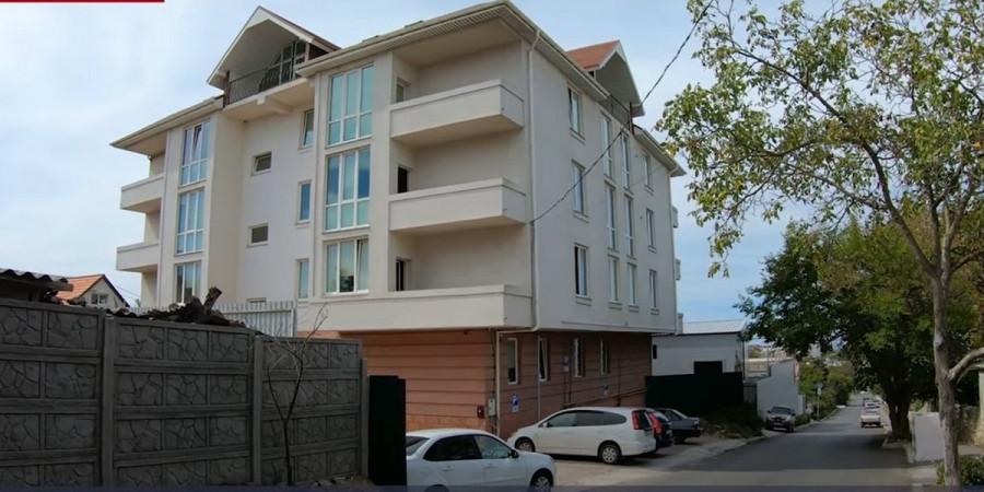 ForPost - Новости : Севастопольцы восемь лет бьются против «нелегальной гостиницы»