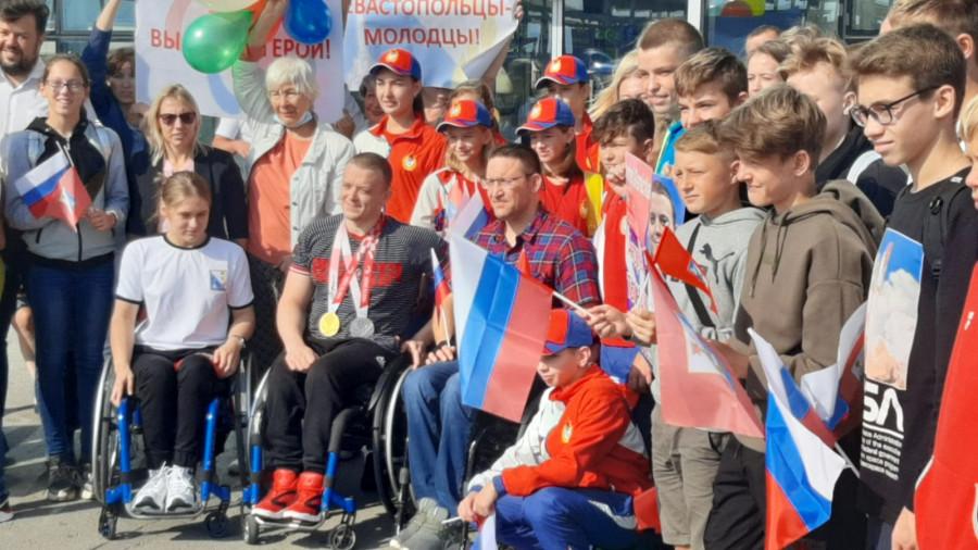 ForPost - Новости : Победителя Паралимпиады севастопольца Андрея Граничку встречали как героя