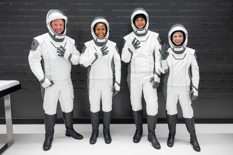 ForPost - Новости : Первый коммерческий рейс в космос SpaceX помог побить мировой рекорд. Видео