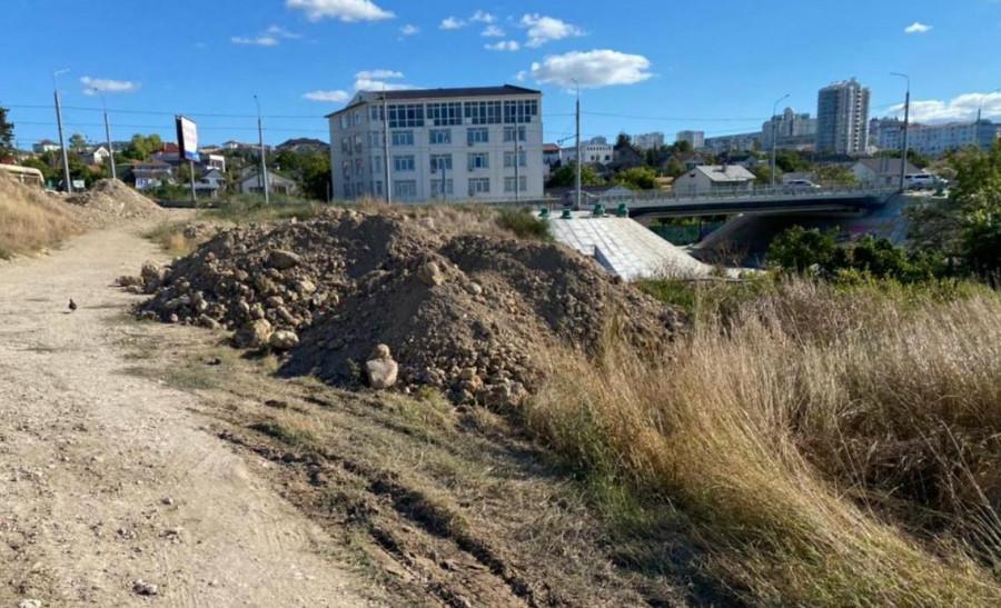 ForPost - Новости : Строители водовода в Севастополе превратили в свалку Карантинную балку