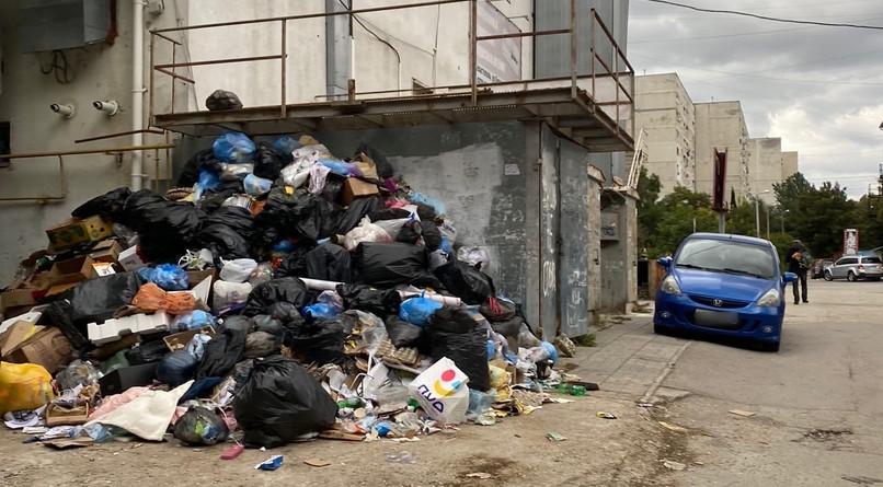 ForPost - Новости : В Севастополе бизнесмены заваливают мусором целый район