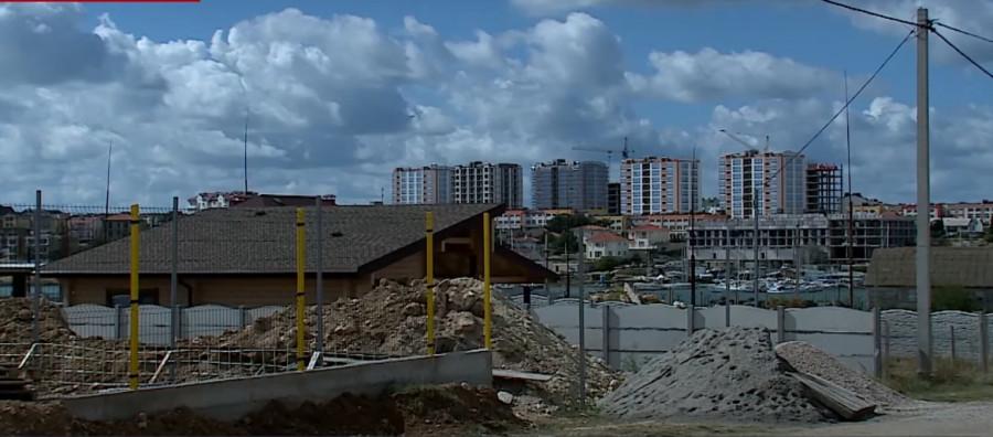 ForPost - Новости : Коттеджи в Казачьей бухте Севастополя оказались «двойного назначения»
