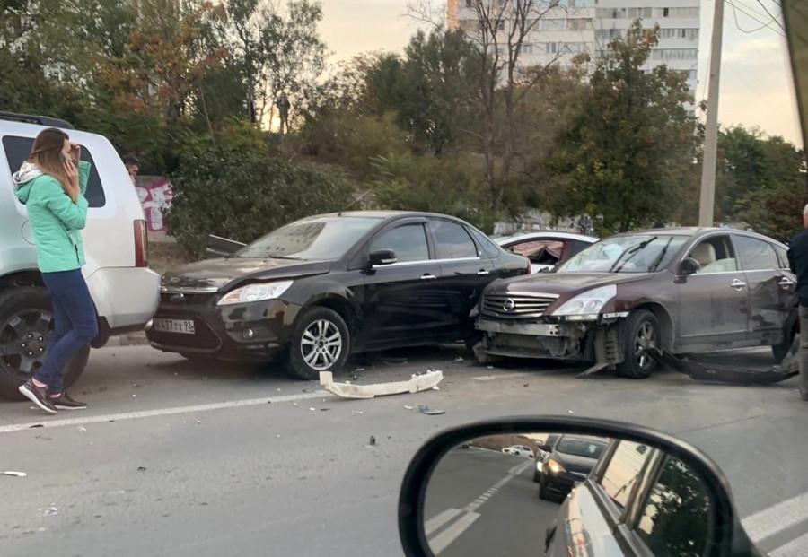 ForPost - Новости : В Севастополе студентка под кайфом протаранила пять машин и дорожный знак