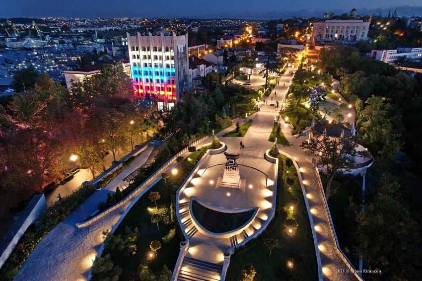 ForPost - Новости : Севсети#1337: Разочарованные в Севастополе, памятник Лимонову и мешок на голову