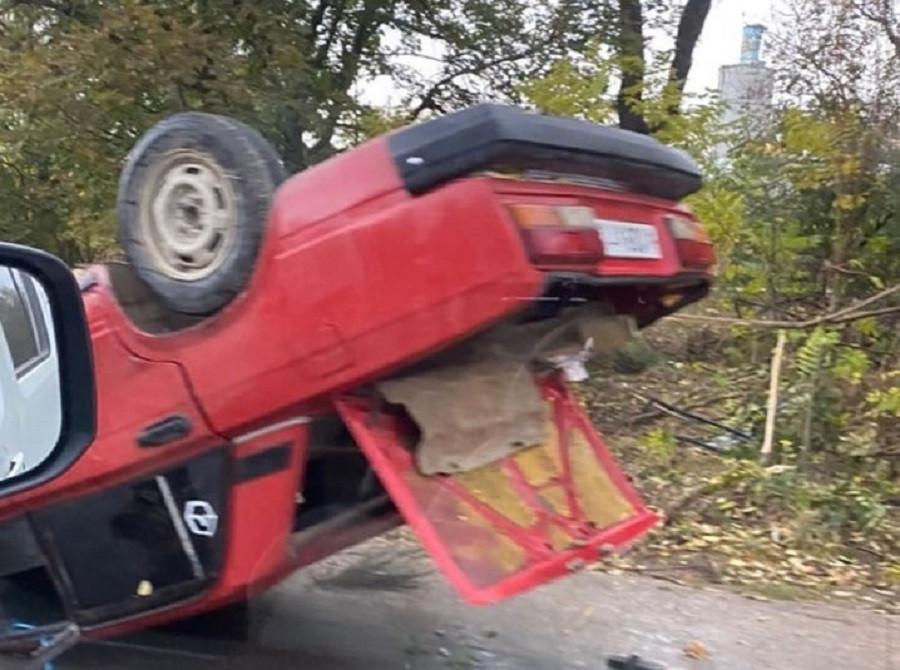 ForPost - Новости : «Весь в крови смеялся и прыгал»: в Севастополе перевернулся автомобиль