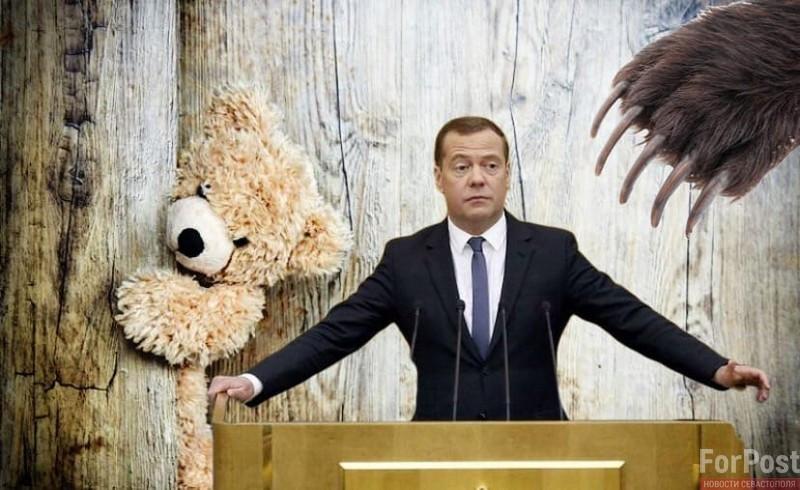 ForPost - Новости : Плюшевый или зубастый: какая роль досталась Медведеву в публичной политике