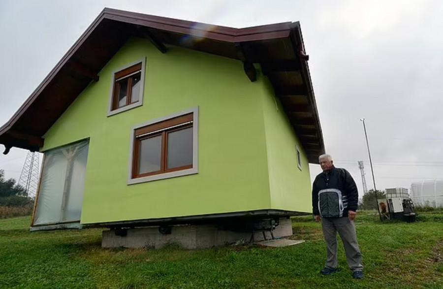 ForPost - Новости : Мужчина построил дом, который может за секунды обернуться вокруг оси. Видео
