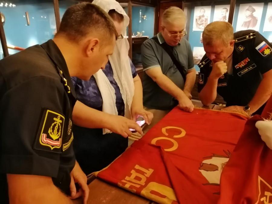 ForPost - Новости: В Севастополь для реставрации и передачи в музеи прибыли 11 боевых знамен