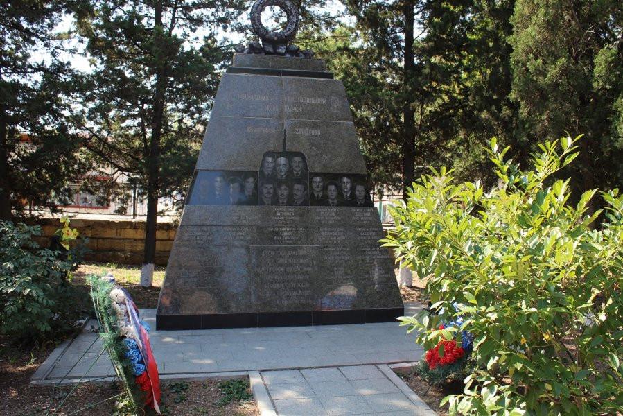 ForPost - Новости: В Севастополе почтили память погибших на подлодке «Курск»