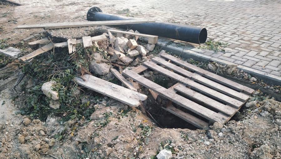 ForPost - Новости: Камень, дерево, ливнёвки. Глава Севастополя не оценил ремонт на Советской