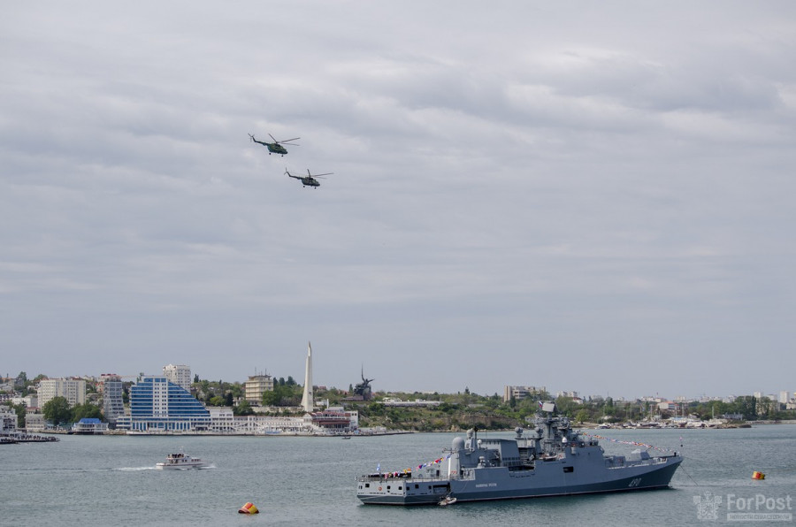 ForPost - Новости: День Победы в Севастополе: почти без людей, но с авиацией