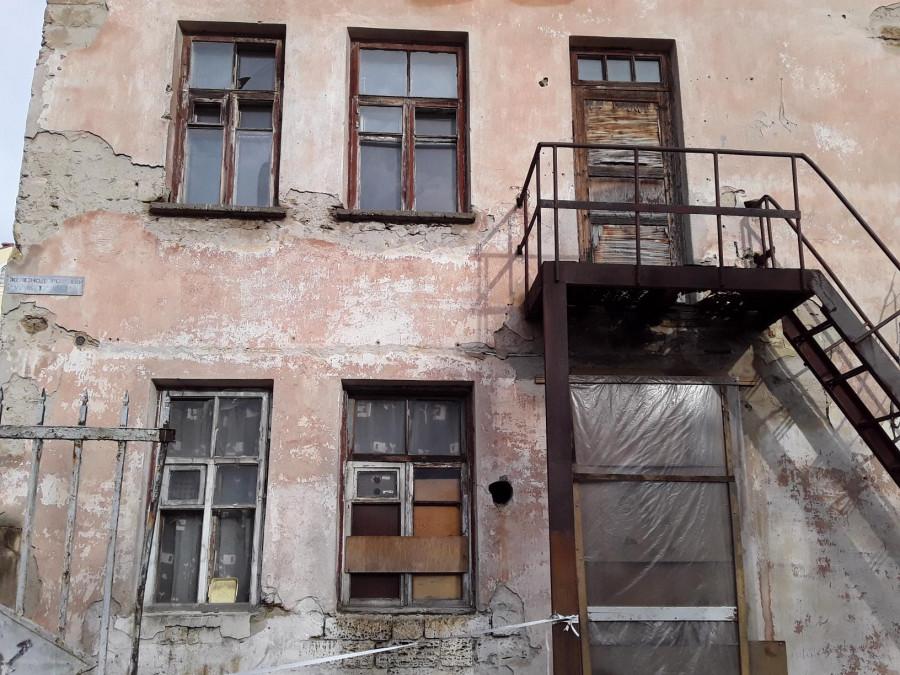 ForPost - Новости: Аксенов обвинил в существовании «дома-призрака» в Симферополе «придурков»