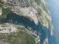 ForPost - Новости : Виктор Янукович, пролетая над Севастополем, подметил, что по цвету можно определить, где в море неочищенные стоки