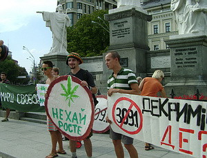 Марш за легализацию конопли собрал листья конопли