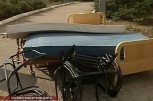ForPost - Новости : Многофункциональные кровати и передвижные каталки. Гуманитарная помощь из Голландии поступила в больницы Севастополя
