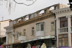 ForPost - Новости : Под шумок в центре Севастополе кто-то в срочном порядке возводит постройки на крышах домов