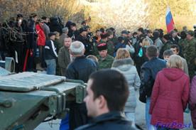 ForPost - Новости : Войсковая часть на Бельбеке занята силами самообороны. Над частью взмыл российский флаг