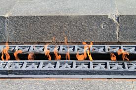 ForPost - Новости : Из четырёх «Вечных огней» в Севастополе постоянно горят лишь два