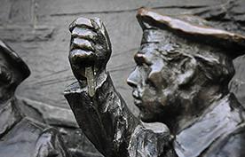 ForPost - Новости : Памятник Нахимову разграблен