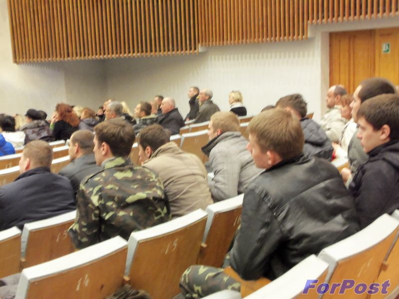 ForPost - Новости: Родители курсантов «Нахимовки» в Севастополе встретились с высокими чиновниками Минобороны РФ