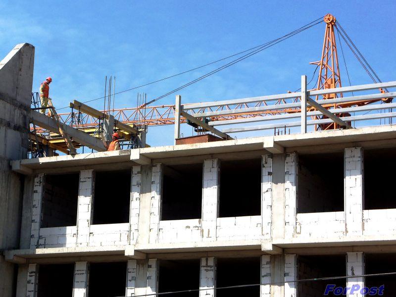 На строительстве школы