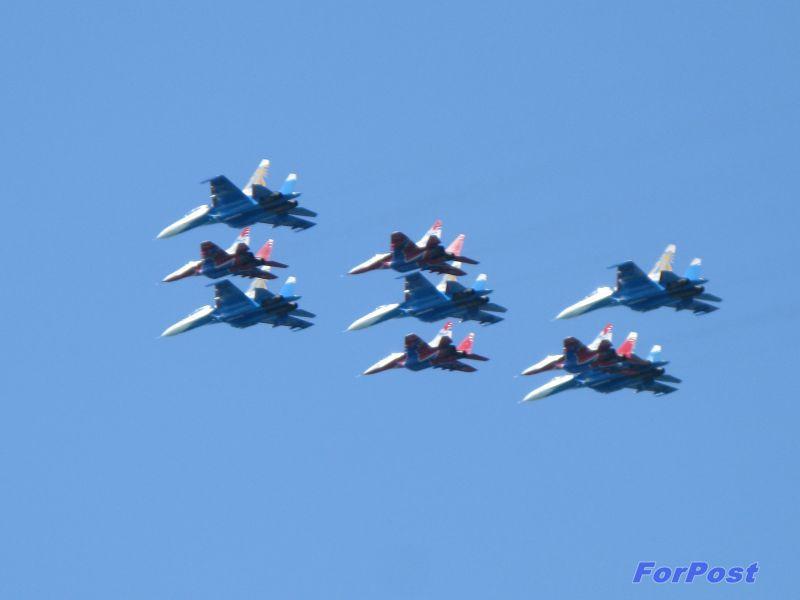 ForPost - Новости: «Русские витязи» и «Стрижи» провели генеральную репетицию в небе над Севастополем