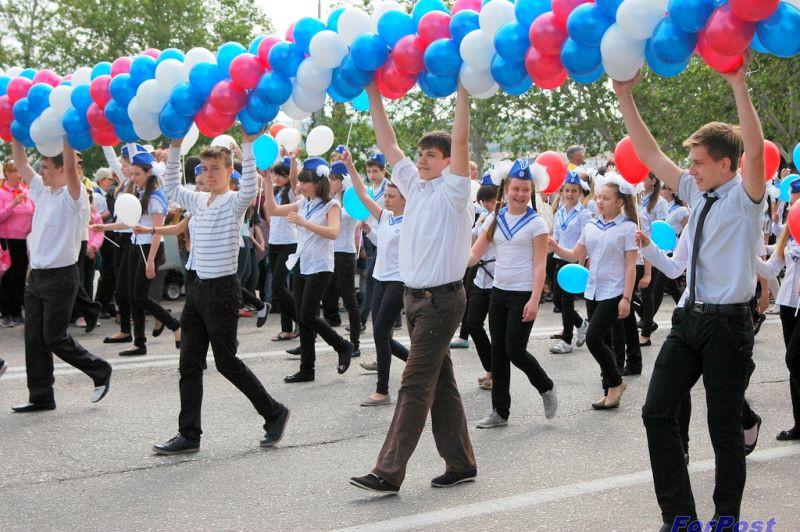 """ForPost - Новости: Продолжение традиций. В Севастополе 10-тысячным детским парадом отметили """"День пионерии"""""""