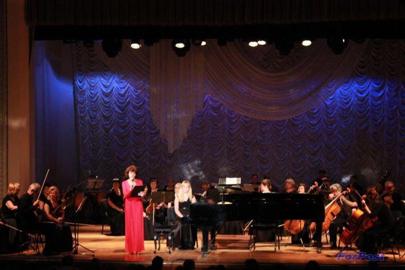 ForPost - Новости: В Севастополе в рамках акции «Время высокой музыки» выступил скрипач Дмитрий Коган