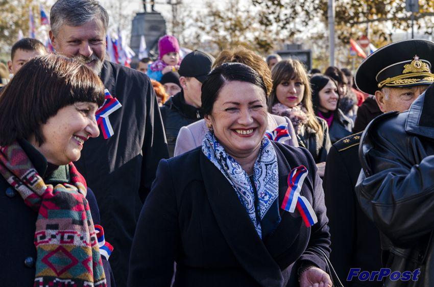 ForPost - Новости: Севастопольцы отметили День народного единства многотысячным шествием