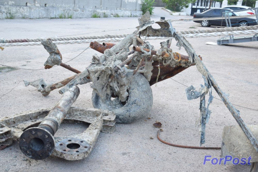ForPost - Новости: На причале в Севастополе выставлен штурмовик Акаева, поднятый со дна Чёрного моря