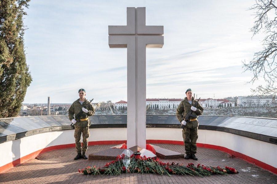 ForPost - Новости: В Севастополе почтили память 14 тысяч погибших в Афганистане